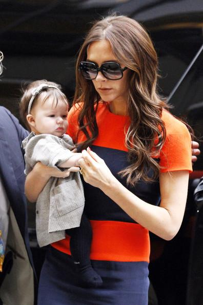 MOMMY+DEAREST+Victoria+Beckham+holds+baby+qvPQoqSsQNUl.jpg