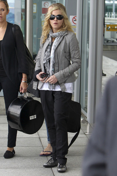Madonna+touches+down+Heathrow+after+spending+di3wugnH7CYl.jpg