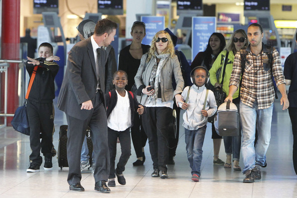 Madonna+touches+down+Heathrow+after+spending+lTyygaFjf0Hl.jpg