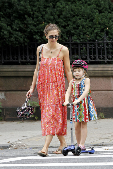 Maggie+Gyllenhaal+keeps+watchful+eye+daughter+K7O5rabaWIGl.jpg