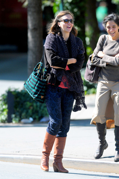 Maggie+Gyllenhaal+shows+off+fall+fashion+spends+soWqrsgd8FCl.jpg