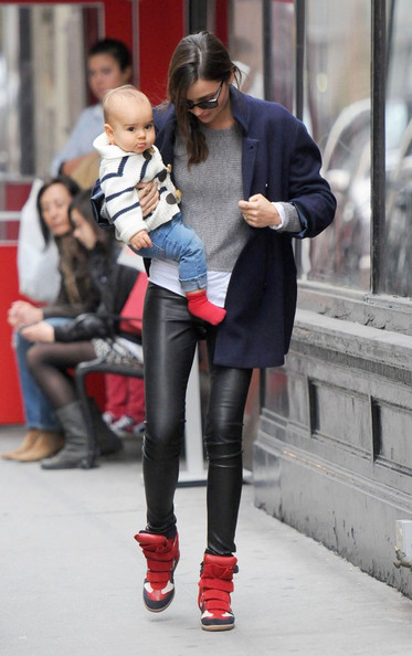 Miranda+Flynn+go+stroll+OmH_eEG4U9Ql.jpg