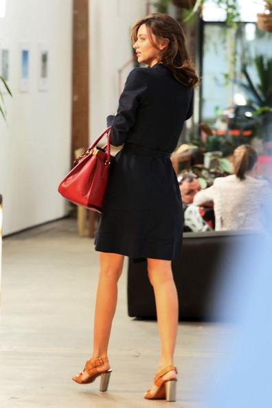Miranda+Kerr+stylishly+dressed+Miranda+Kerr+_6tu0wSprrQl.jpg
