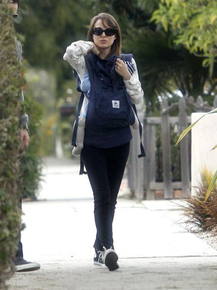Natalie+Portman+Family+Out+Walk+Santa+Monica+oXDyAJcSsX0l.jpg