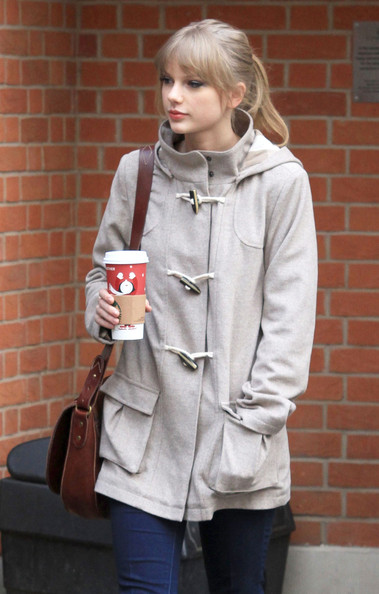 Taylor+Swift+Visits+Cameron+Mackintosh+London+j44viFRPESZl.jpg