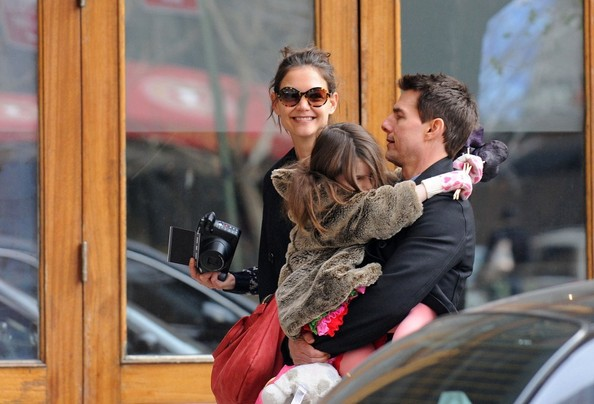 Tom+Katie+and+Suri+in+New+York+EIi6JnWkRhFl.jpg