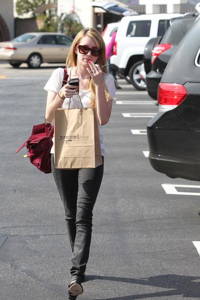 Up+coming+starlet+Emma+Roberts+shopping+Los+QUXLUAe4qNil.jpg