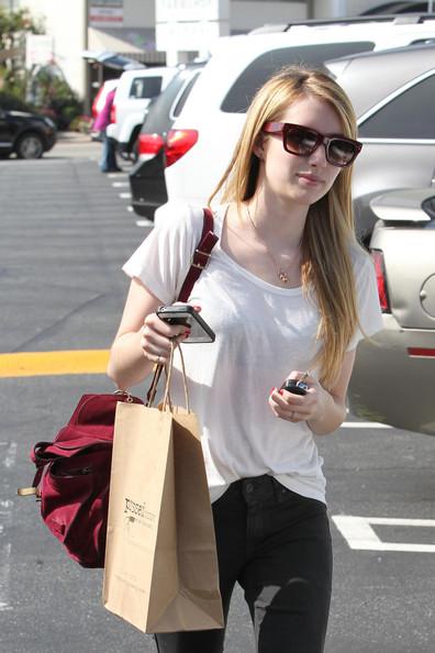 Up+coming+starlet+Emma+Roberts+shopping+Los+ZV67-yfkB_Gl.jpg