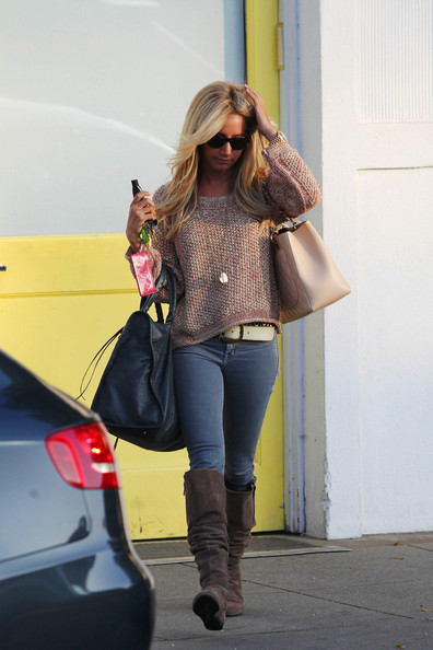 freshly+styled+Ashley+Tisdale+emerges+Byron+QO3QiO9l4gKl.jpg