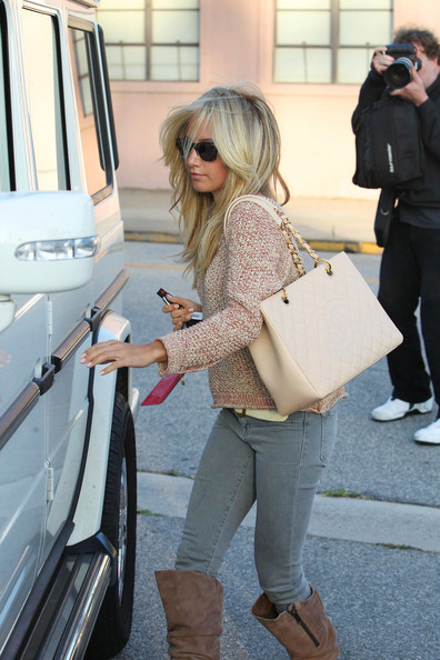 freshly+styled+Ashley+Tisdale+emerges+Byron+S02yaWgQ1xRl.jpg
