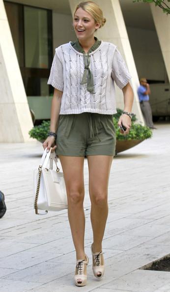 leggy+Blake+Lively+accessorised+white+Chanel+uPdpv2viih7l.jpg