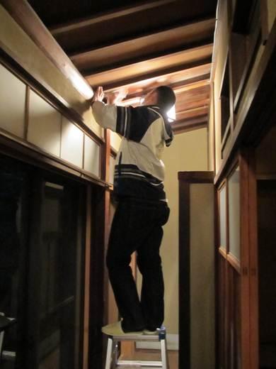 ゲストハウスどおりの天井拭き