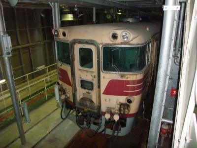 船の中に電車が!