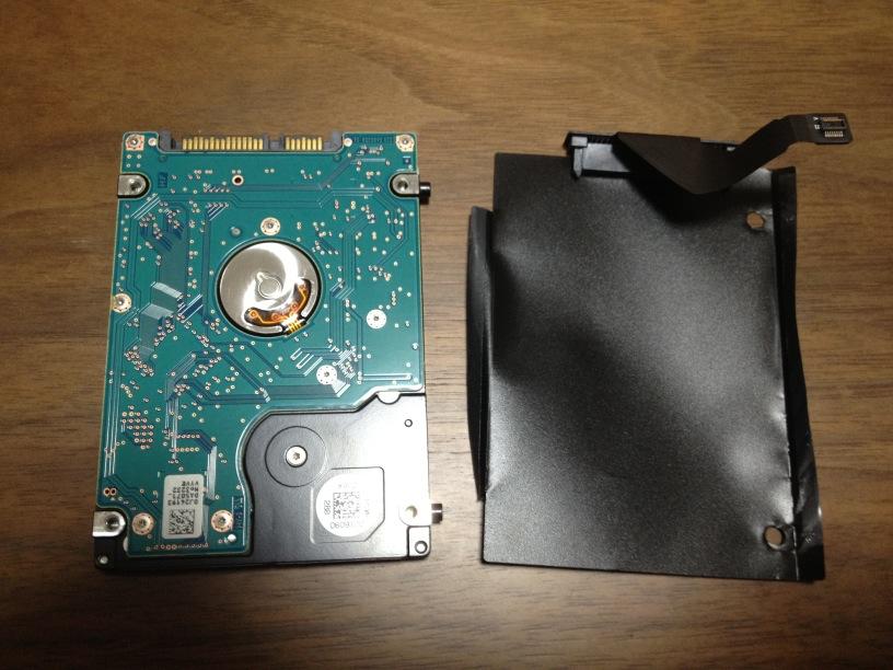 HDDのコネクタとフィルムを外した状態