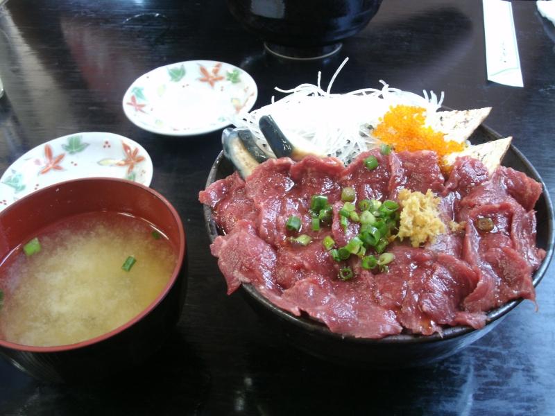 馬刺しでご飯は珍しいのカッ?? (28)