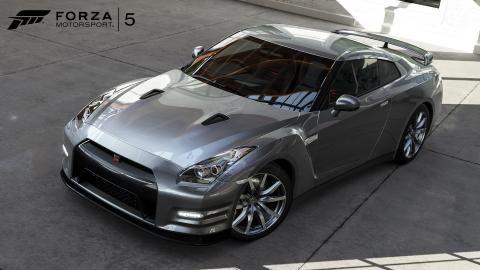 Nissan_GT-R_full.jpg