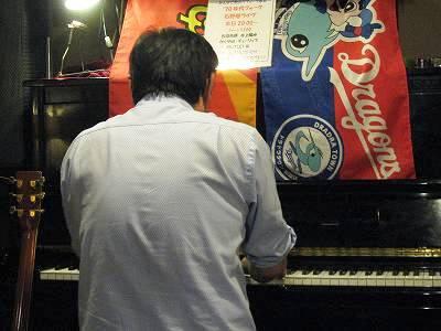 ピアノ弾き語りの石野巻さん