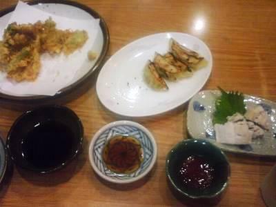 食べ物3品にタレ3つ