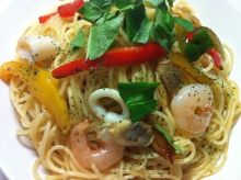 男でも作れる簡単節約料理生活-シーフードとパブリカのペペロンチーノ