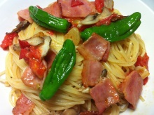 男でも作れる簡単節約料理生活-ししとうとまいたけのトマトソースパスタ