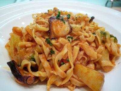 シューポッポ 生パスタタコとイタリアン野菜トマトソース