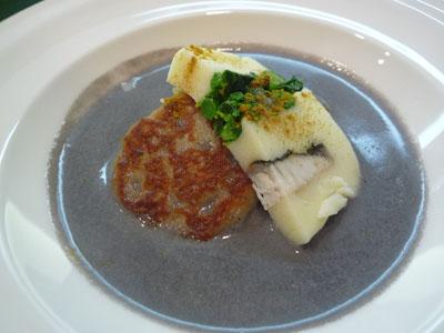 シューポッポ 黒ごまのポタージュ。、焼いたニョッキ、うるち米のテリーヌ、ポテトとサワラと菜の花のテリーヌガラムマサラの風味で