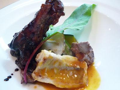 鶏のバルサミコ煮と魚のアメリケーヌソース