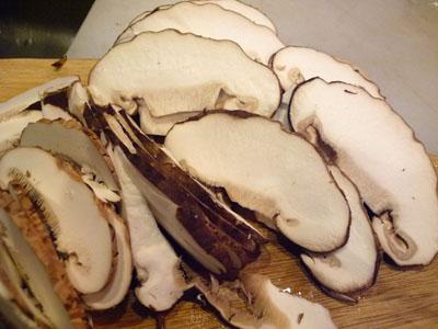 ゴマカルボ 巨大椎茸