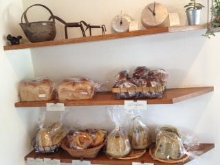 デタントさんのパン棚