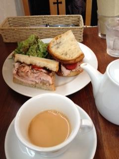 写真(2)紅茶とポーク