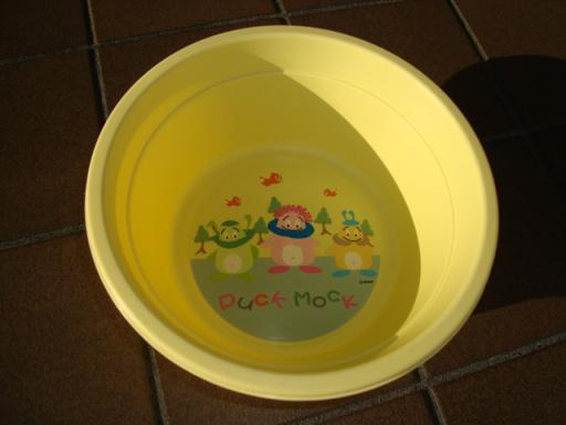 黄色洗面器