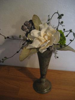 アレンジメント(ホワイトクチナシ、オリーブプチダリア、ユーカリテトラゴナ)