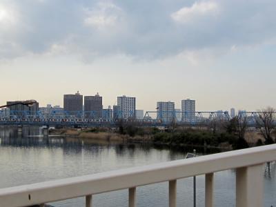 橋の上からは京急が見えるよ。