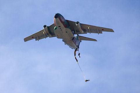 800px-JGSDF_paratrooper__C-1[1]