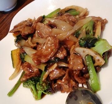 牛肉と季節野菜のにんにく炒め