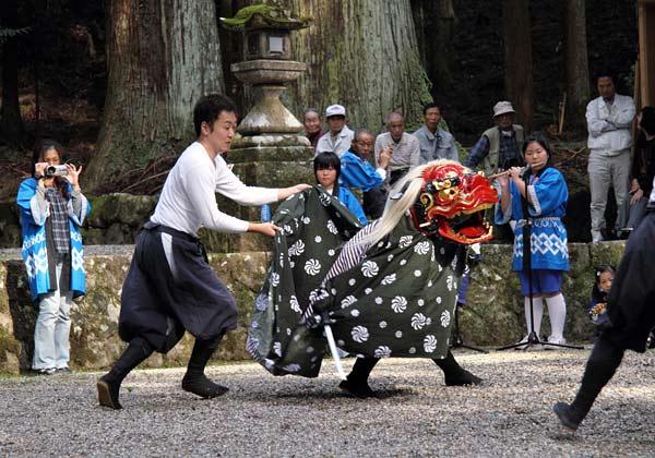 龍穴神社 獅子舞2