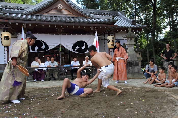三柱神社 子ども相撲1