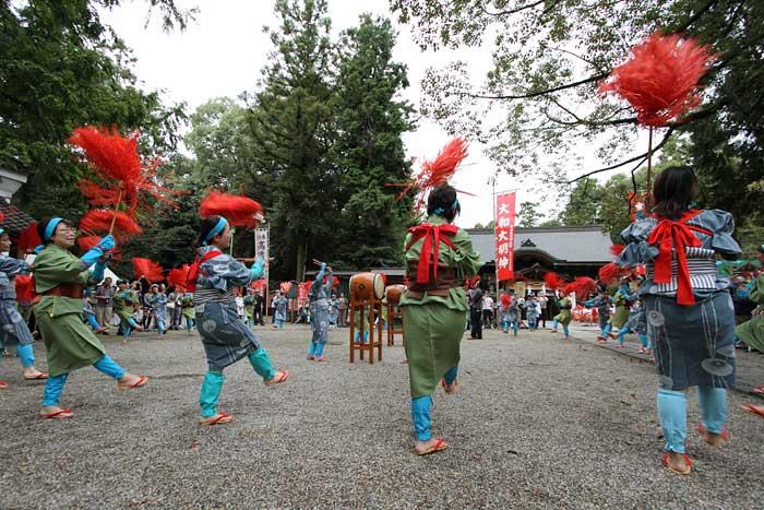 大和神社 紅しで踊り1