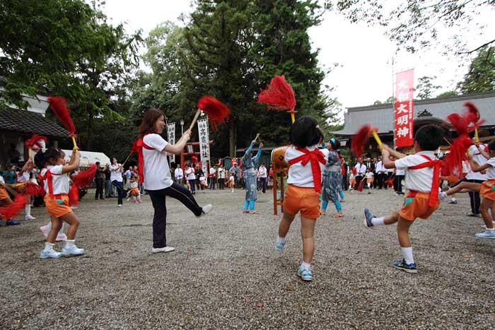 大和神社 紅しで踊り2