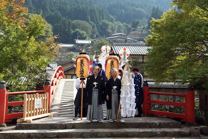 龍穴神社 お渡りと獅子舞1