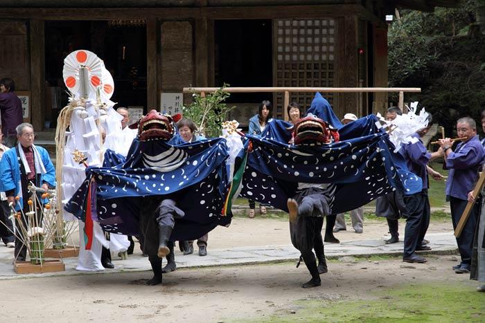 龍穴神社 お渡りと獅子舞2