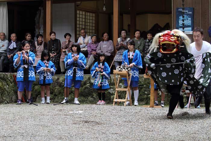 龍穴神社 お渡りと獅子舞5
