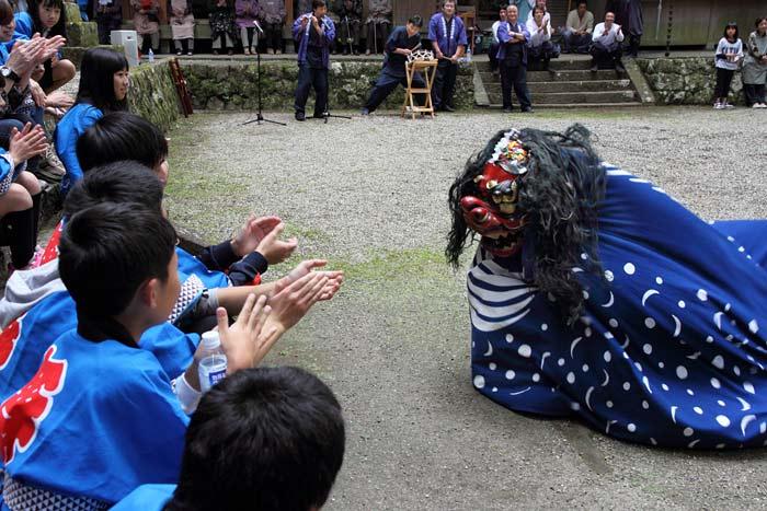 龍穴神社 お渡りと獅子舞6
