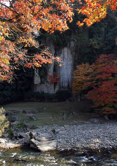 大野寺 磨崖仏 紅葉1