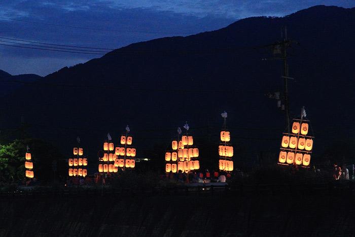 鴨都波神社 ススキ提灯1