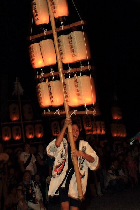 鴨都波神社 ススキ提灯2