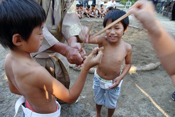 三柱神社 子ども相撲4
