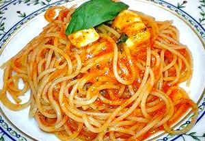 トマトチーズパスタ