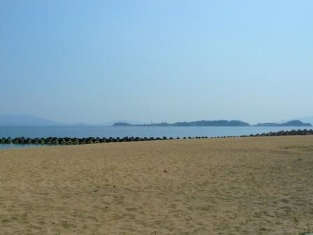 宝伝海水浴場と犬島
