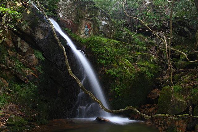 古屋不動滝(岡山県真庭郡湯原町田羽根)